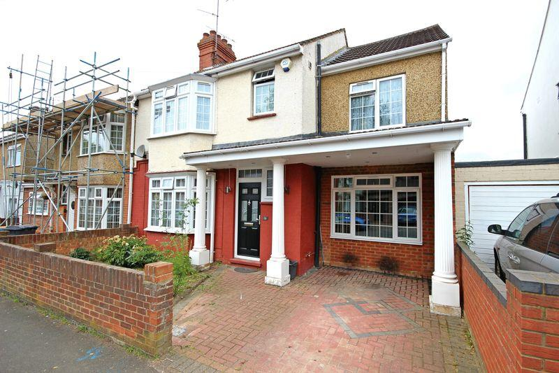4 Bedrooms Semi Detached House for sale in Rondini Avenue, Luton