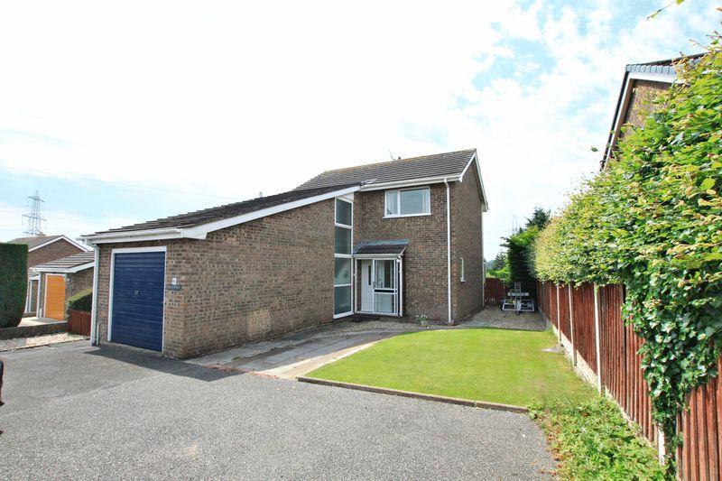 3 Bedrooms Detached House for sale in Glan Llyn, Llanfairpwllgwyngyll