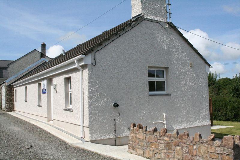 2 Bedrooms Semi Detached House for sale in Brynsiencyn