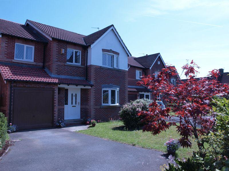 5 Bedrooms Detached House for sale in Heathcote Gardens, Northwich, CW9 7JB