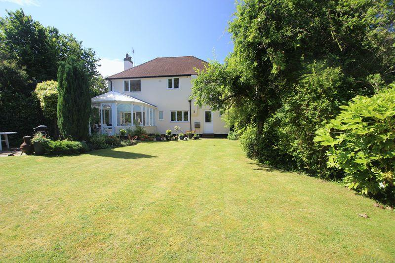 5 Bedrooms Detached House for sale in Langley Vale