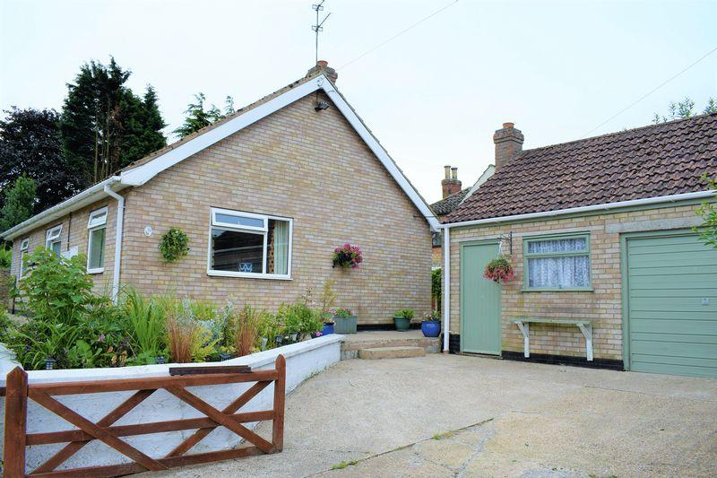 2 Bedrooms Detached Bungalow for sale in East Dale Drive, Kirton Lindsey