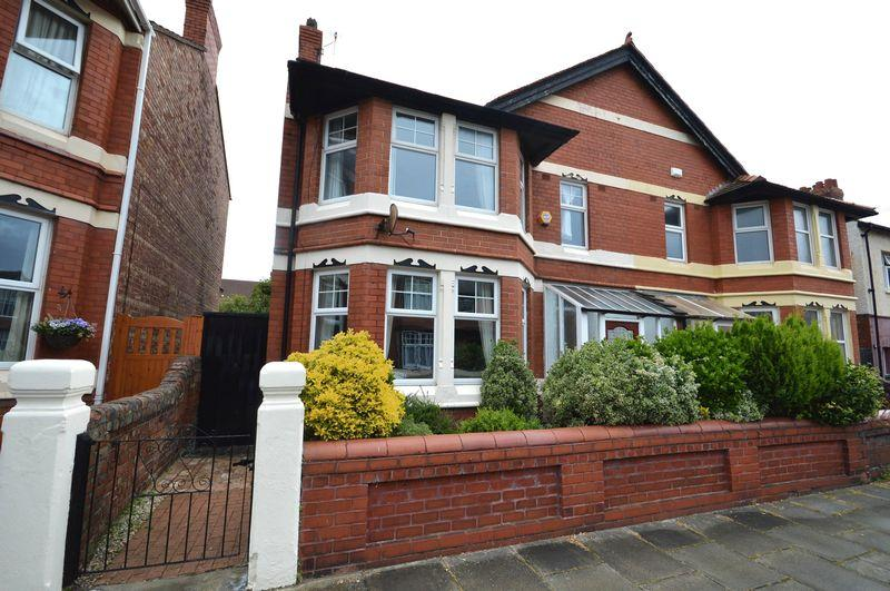 4 Bedrooms Semi Detached House for sale in Manor road, Hoylake