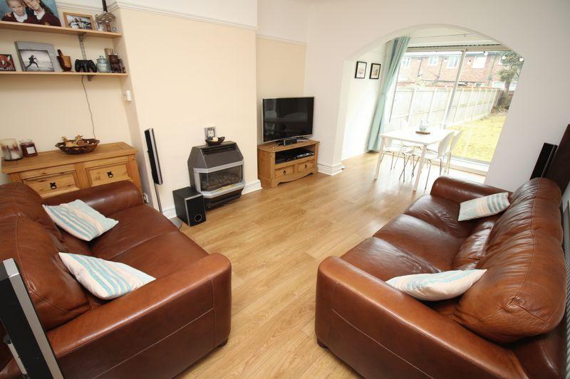 3 Bedrooms Semi Detached House for sale in Heath Road, Bebington