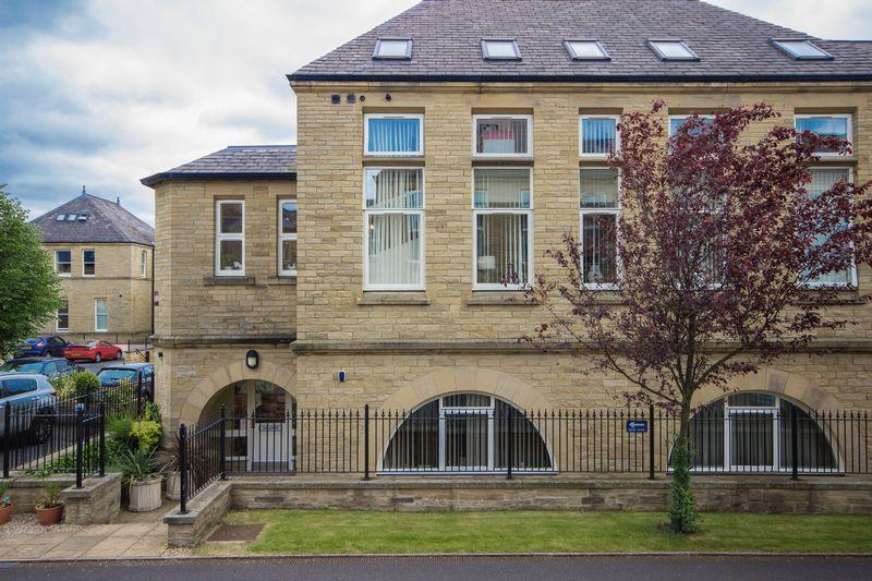 2 Bedrooms Apartment Flat for sale in Haworth Close, Halifax