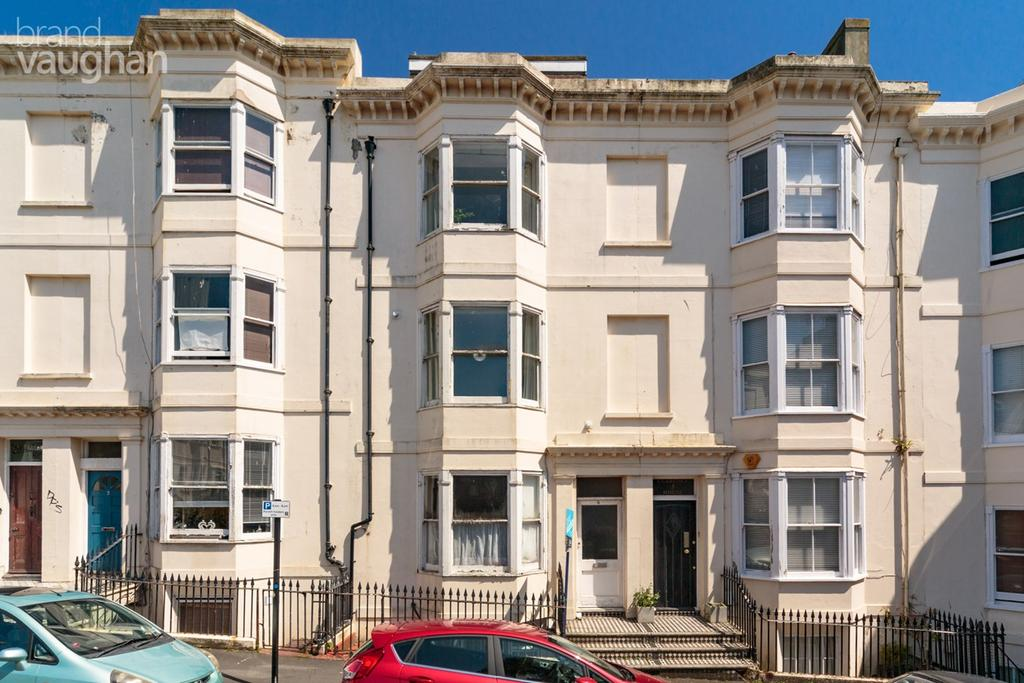 2 Bedrooms Maisonette Flat for sale in Clarence Square, Brighton, BN1