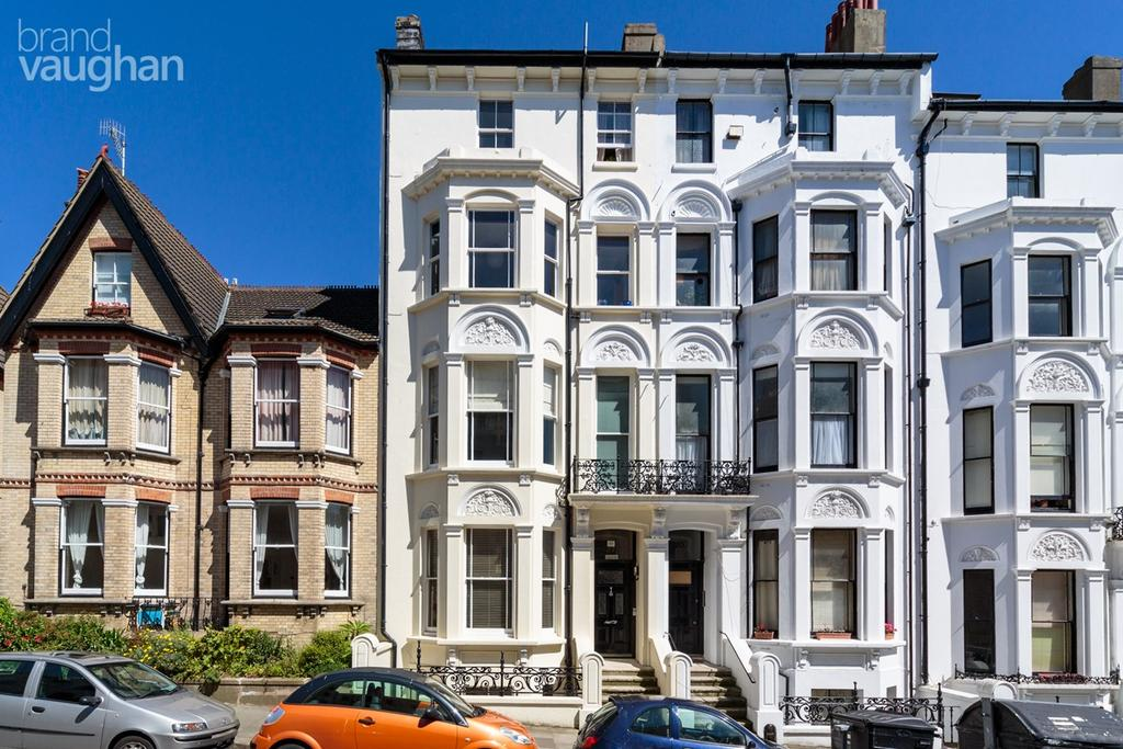 3 Bedrooms Maisonette Flat for sale in Cambridge Road, Hove, BN3