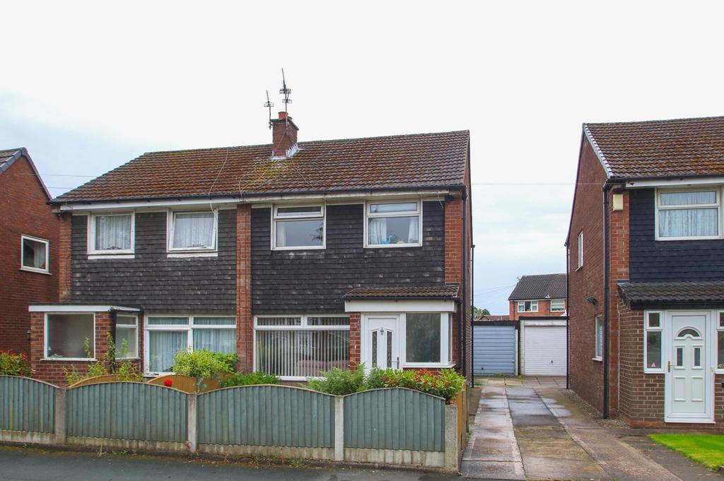 3 Bedrooms Semi Detached House for sale in Shetland Way, Davyhulme, Manchester, M41