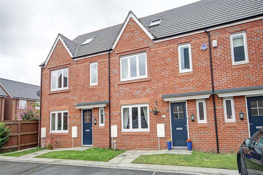 4 Bedrooms Terraced House for sale in Lamprey Drive, West Timperley, Cheshire