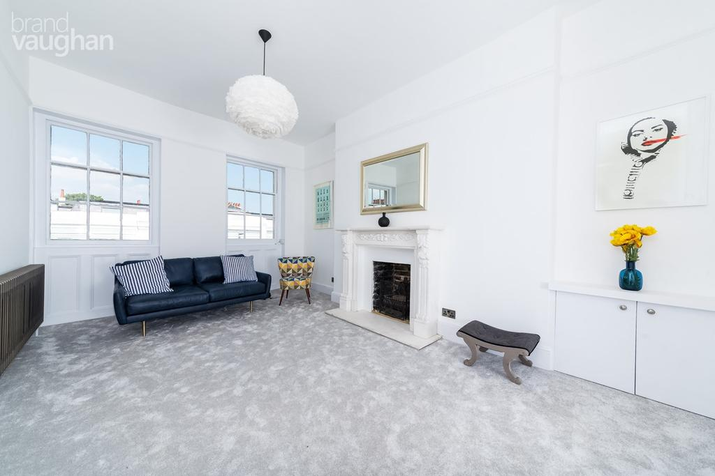 3 Bedrooms Apartment Flat for sale in Castle Square, Brighton, BN1