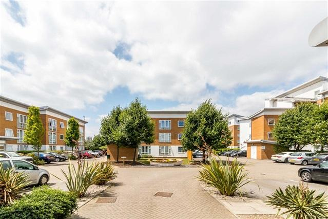1 Bedroom Flat for sale in Felixstowe Court, Royal Docks