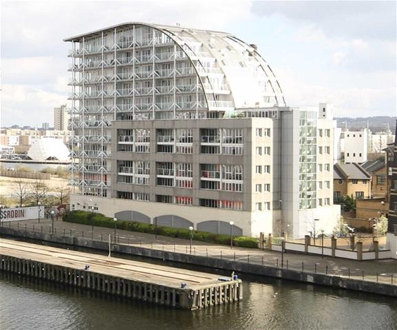 2 Bedrooms Flat for sale in Eastern Quay, 25 Rayleigh Road, London