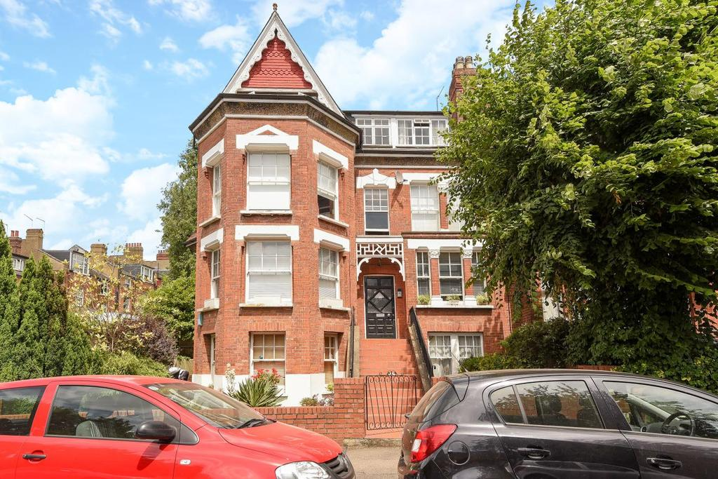 3 Bedrooms Flat for sale in Church Crescent, Muswell Hill, N10
