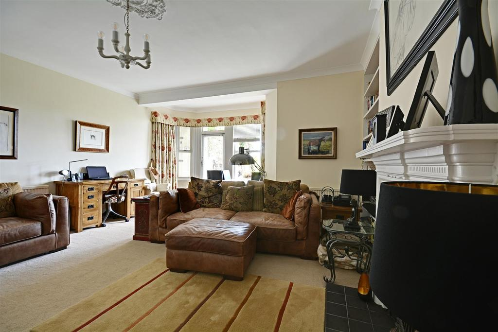 Knole road bexhill on sea 2 bed flat for sale 275 000 for 15 x 17 living room