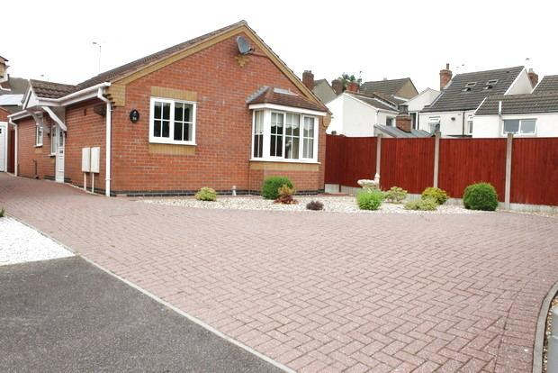 2 Bedrooms Bungalow for sale in Farnsworth Grove, Huthwaite, Sutton-in-Ashfield, NG17