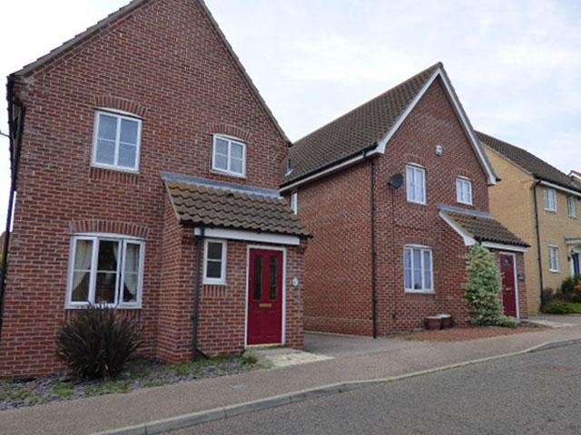 3 Bedrooms Detached House for sale in Magpie Close, Dovercourt CO12