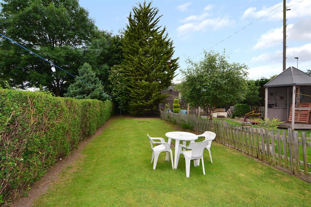 3 Bedrooms Terraced House for sale in Westfield Grove, Yeadon, Leeds