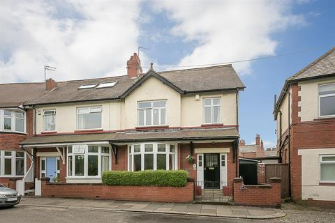 4 bedroom end of terrace house for sale - Lodore Road, Newcastle Upon Tyne