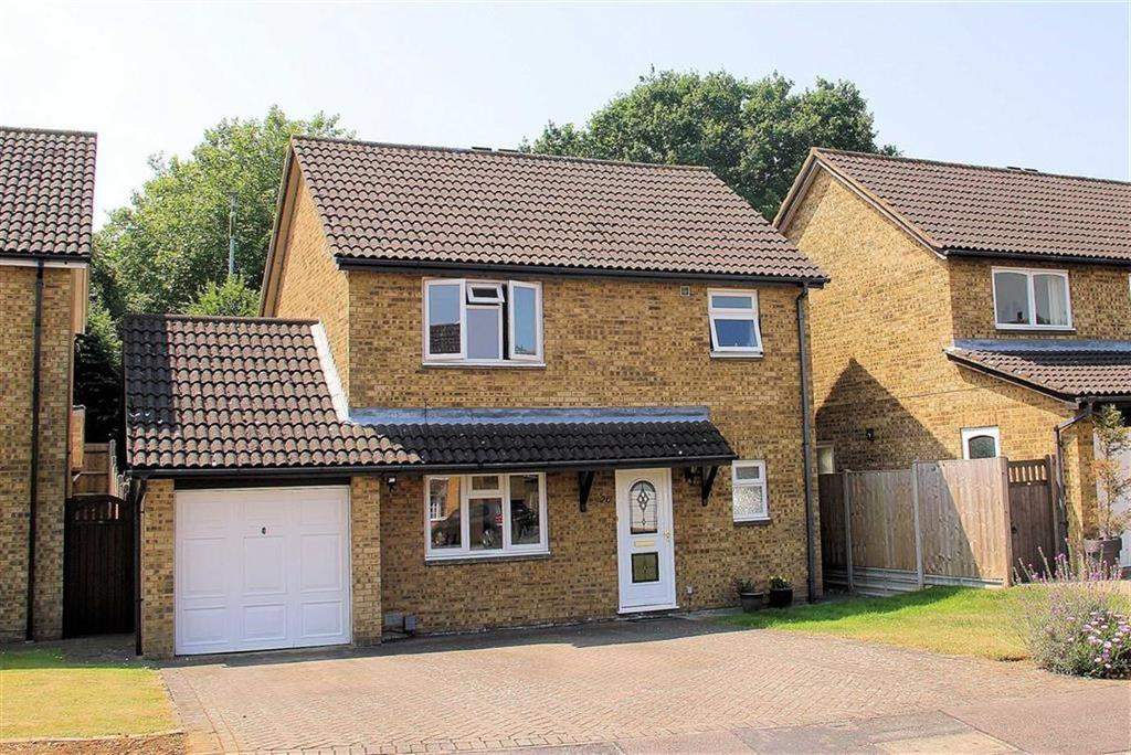 3 Bedrooms Detached House for sale in Petworth Close, Bragbury End SG2 8UP