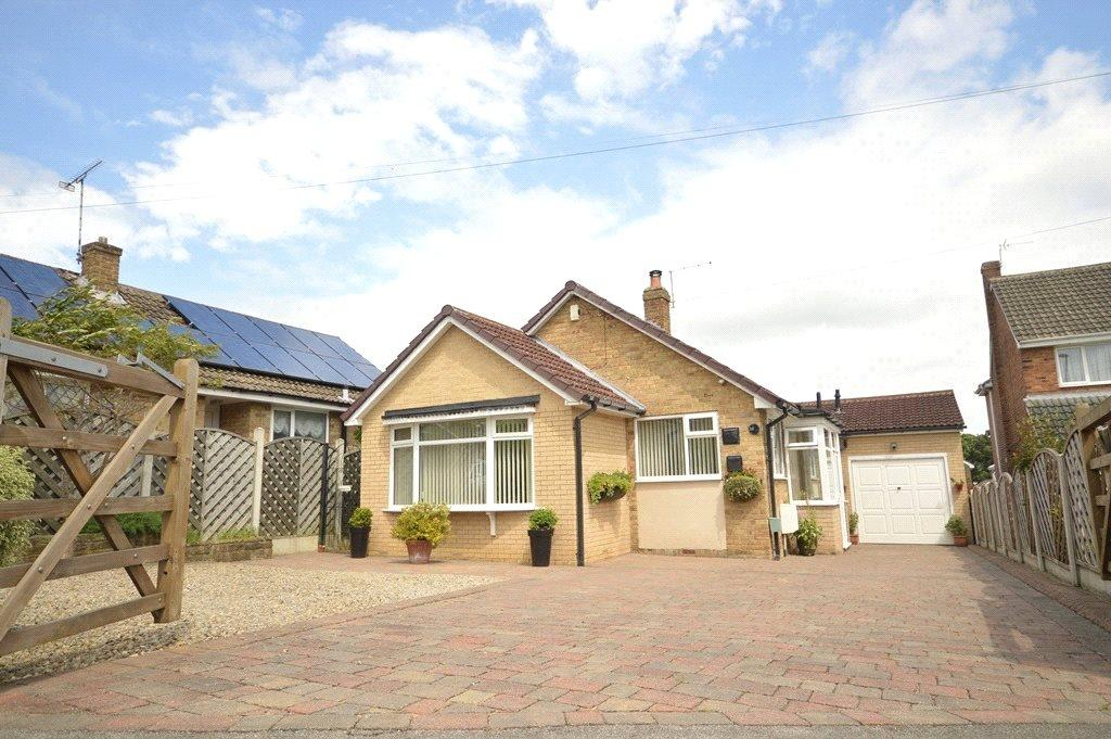 3 Bedrooms Detached Bungalow for sale in Arran Drive, Horsforth, Leeds, West Yorkshire