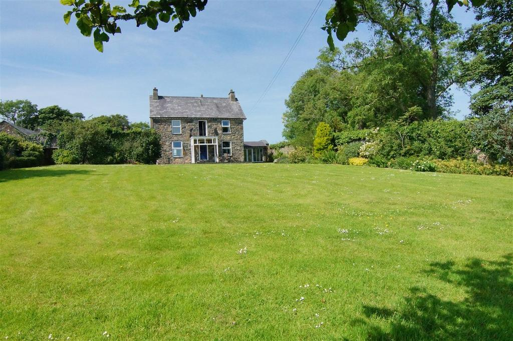 4 Bedrooms Detached House for sale in Llannor, Pwllheli
