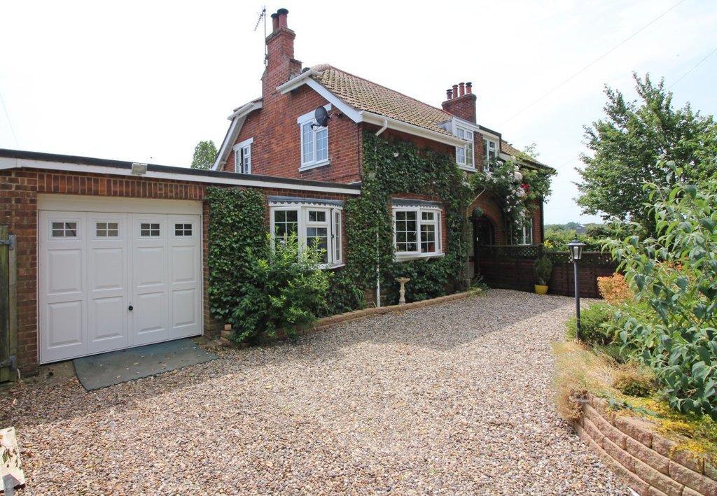 3 Bedrooms Semi Detached House for sale in Heath Road, Worstead