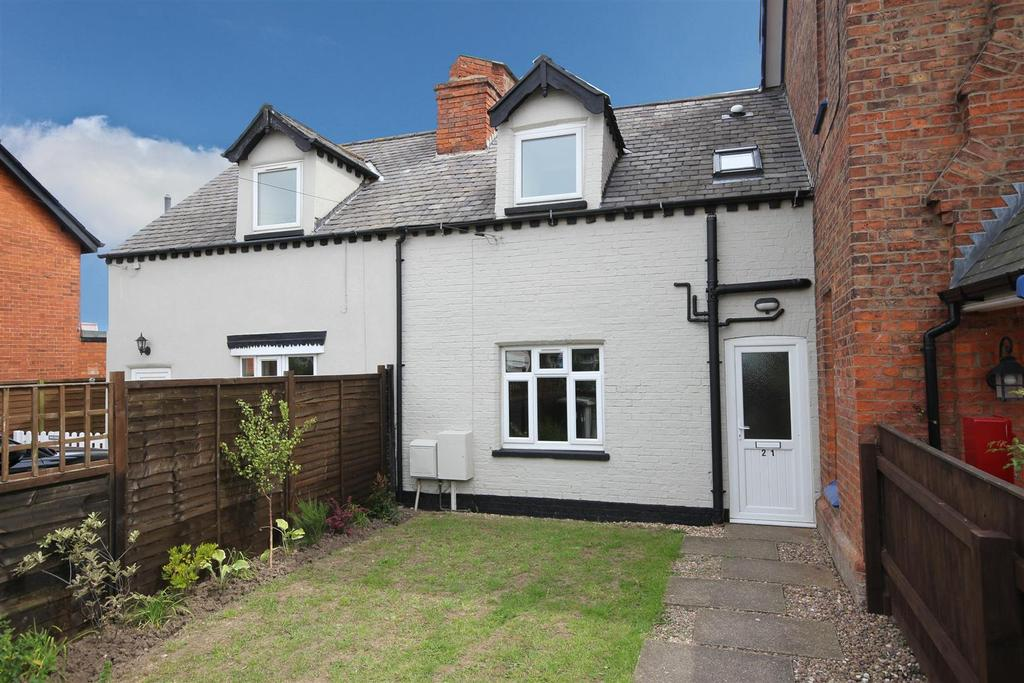 2 Bedrooms Cottage House for sale in 21 Admiralty Road, Mablethorpe