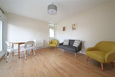 4 bedroom flat to rent - Cedars Road, London, SW4