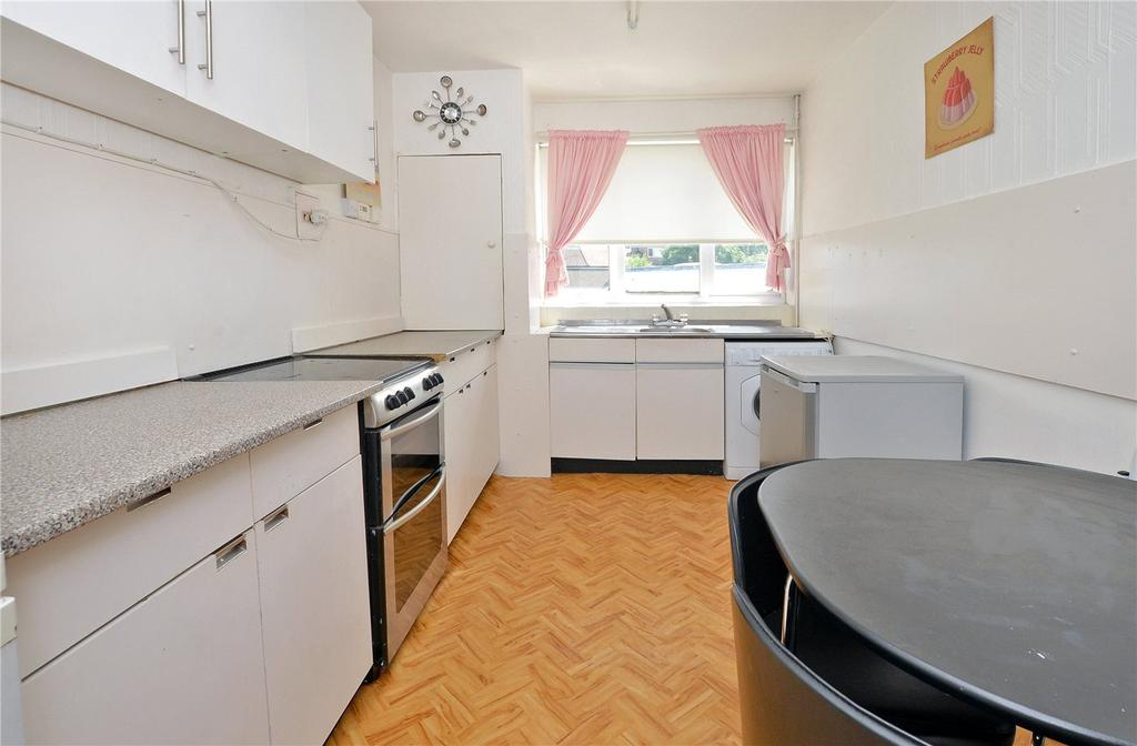 2 Bedrooms Flat for sale in Priory Road, Cheam, Sutton, SM3