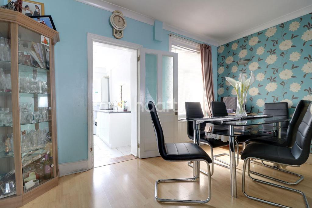 3 Bedrooms Terraced House for sale in Graham Street, Swindon, Wiltshire