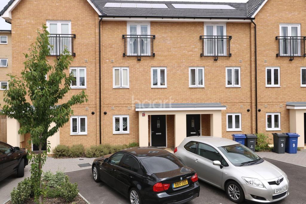 4 Bedrooms Terraced House for sale in Chase Way, West Thurrock, Grays