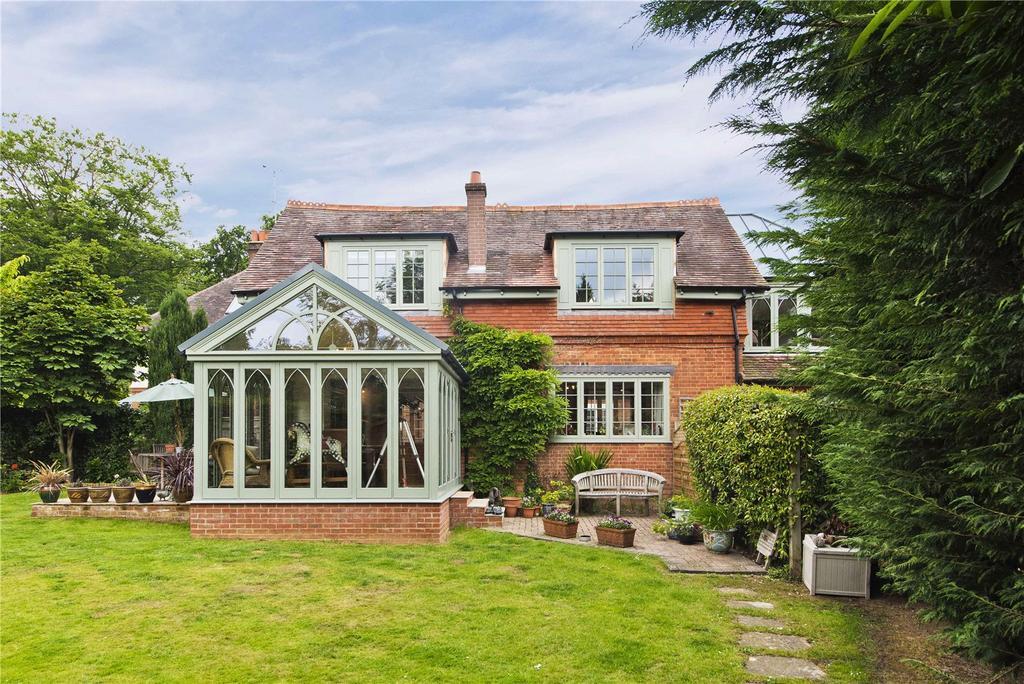 3 Bedrooms Detached House for rent in Nanhurst, Elmbridge Road, Cranleigh, Surrey, GU6