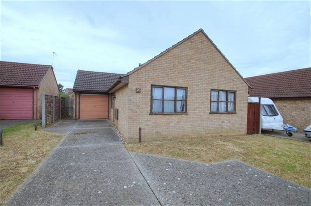 3 Bedrooms Detached Bungalow for sale in Hampstead Avenue, CLACTON-ON-SEA, Essex