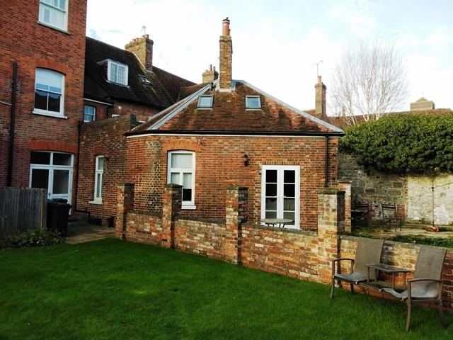 1 Bedroom Link Detached House for sale in Clifford House, Market Square, Petworth GU28