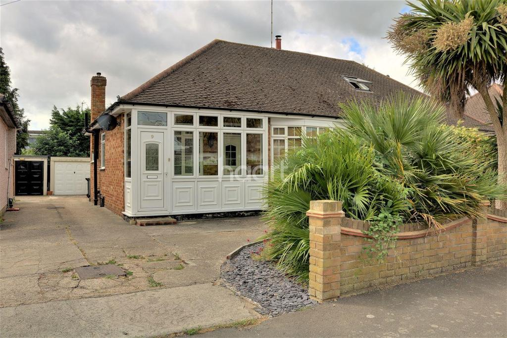 2 Bedrooms Bungalow for sale in Doric Avenue, Ashingdon