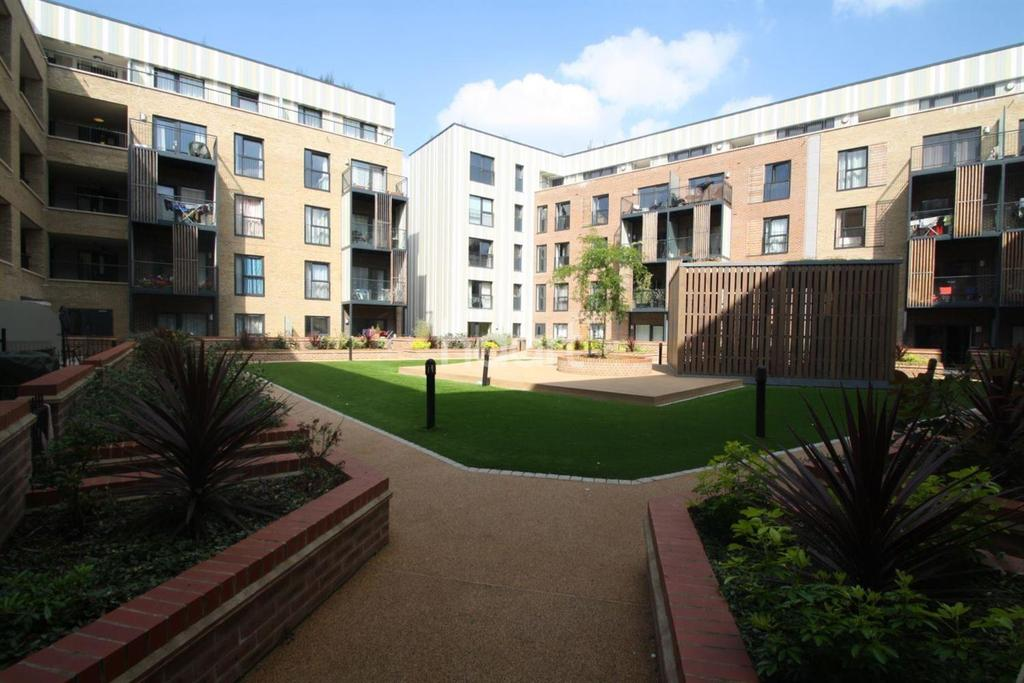 2 Bedrooms Flat for sale in Pulse Court, Romford Centre