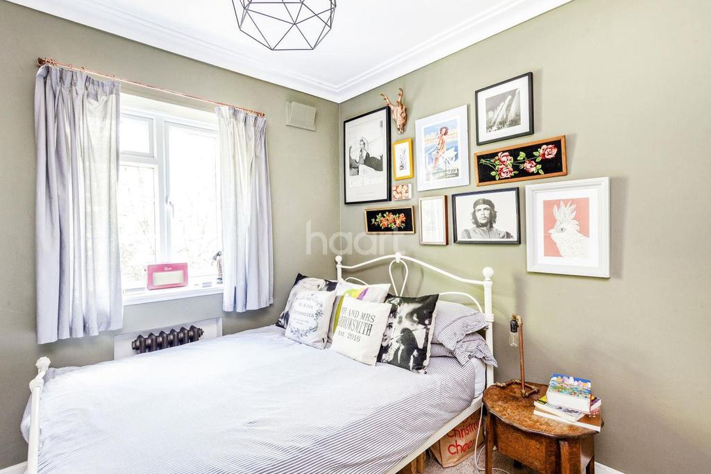 3 Bedrooms Flat for sale in Streatham Court, Streatham, SW16