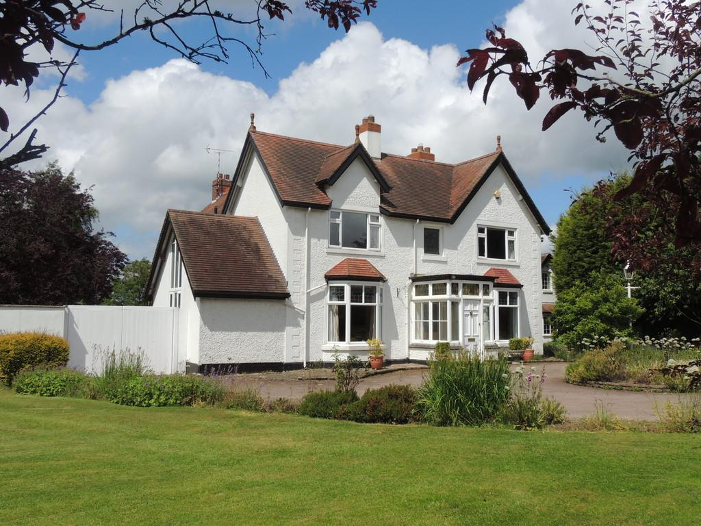 4 Bedrooms Detached House for sale in Stratford Road, Hockley Heath, Solihull