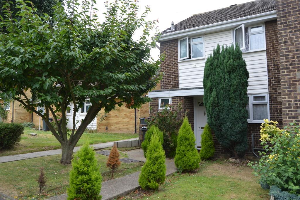 3 Bedrooms Semi Detached House for sale in Cronin Close, Larkfield