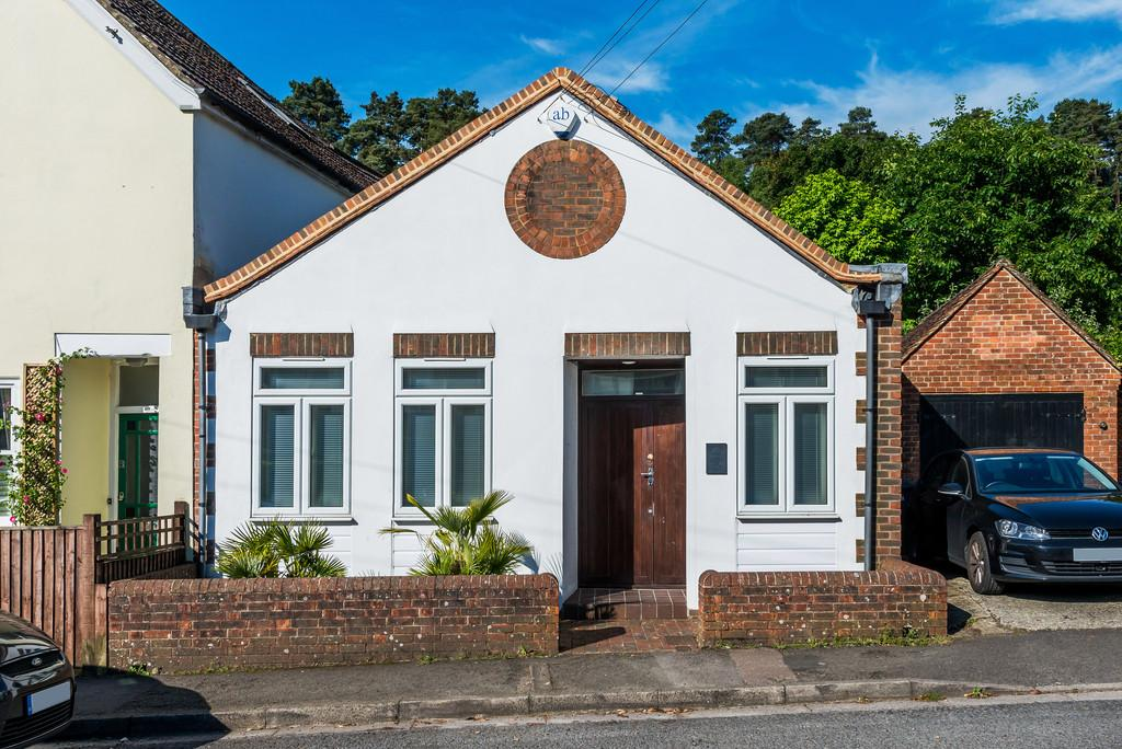 2 Bedrooms Semi Detached House for sale in Lion Lane, Haslemere