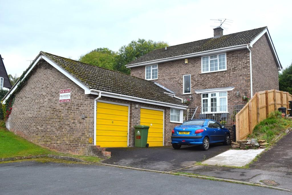 4 Bedrooms Detached House for sale in Orchard Close, Aylburton