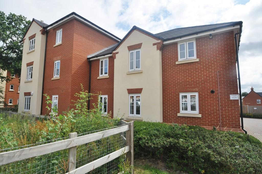 2 Bedrooms Apartment Flat for sale in Thundersley, Essex