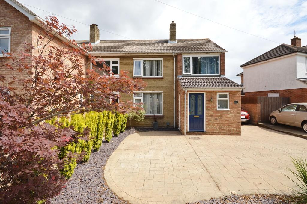 3 Bedrooms Semi Detached House for sale in Blackberry Road, Stanway