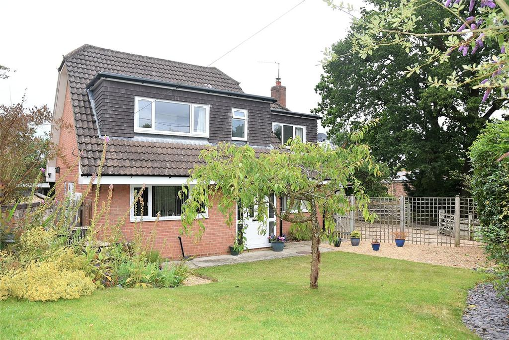 4 Bedrooms Detached House for sale in Sandy Lane, Pamber Heath, Tadley, Hampshire, RG26