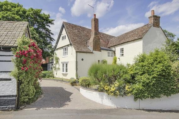 Ford End, Hail Weston 6 bed detached house - £1,100,000