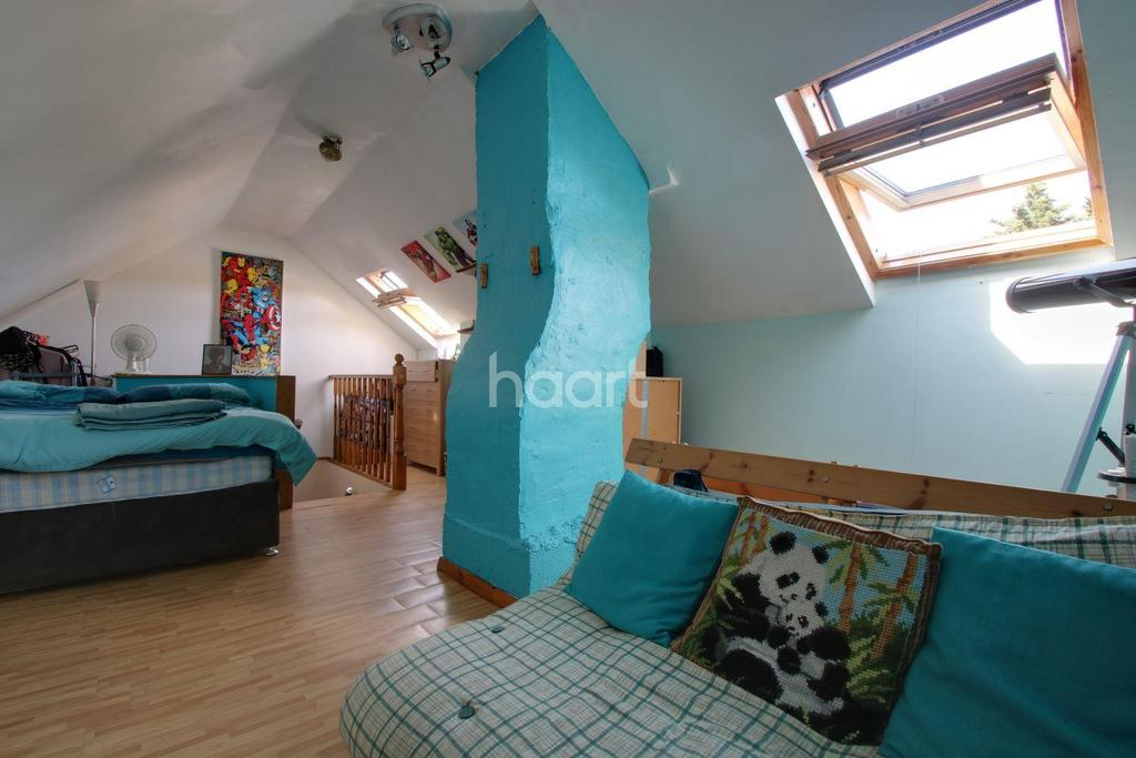4 Bedrooms Terraced House for sale in Redcar Road, Harold Hill, RM3 9PT