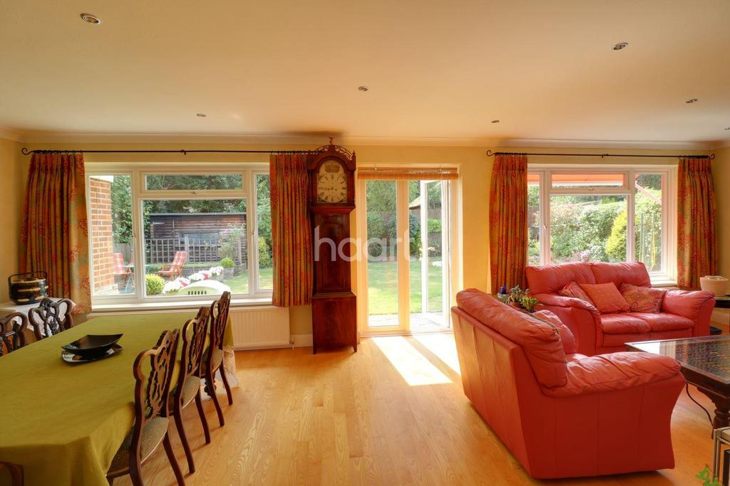 4 Bedrooms Detached House for sale in Field End, Barnet, EN5