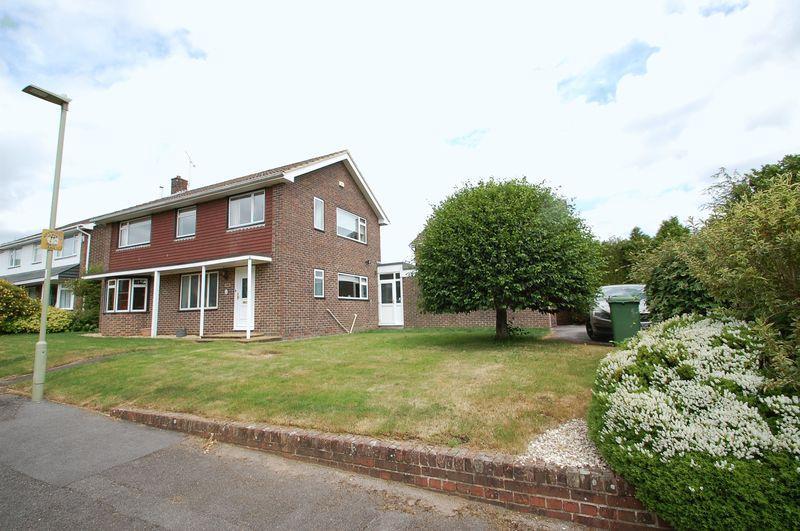 4 Bedrooms Detached House for sale in Merryfield Road, Petersfield