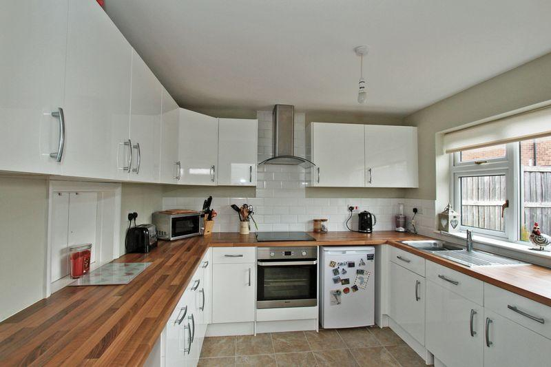 3 Bedrooms Terraced House for sale in Nairn Road, Stamford