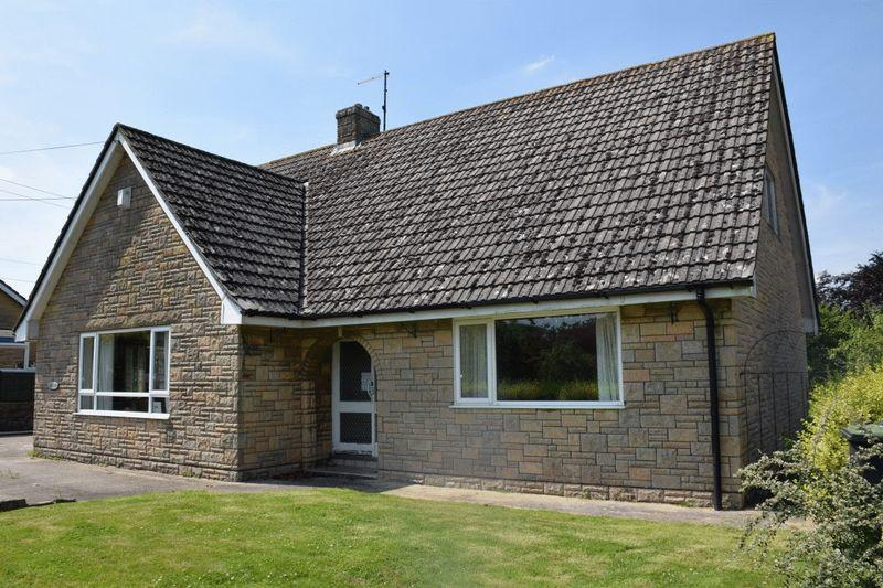 5 Bedrooms Bungalow for sale in Chard Road, Beaminster